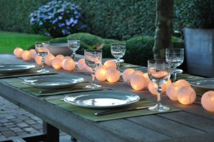 guirnaldas blancas mesa comedor