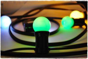 guirnalda E27 bombillas colores encendida