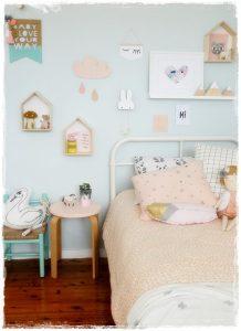 habitacion infantil fondo azul