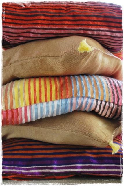 cojines multicolor seda sabra detalle