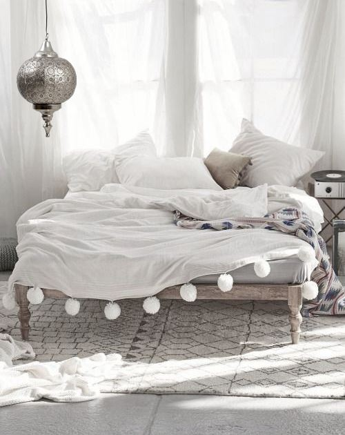 farol_arabe_dormitorio_blanco_mesilla